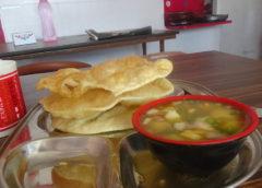 sabji puri warzywa z puri - smażonym chlebem