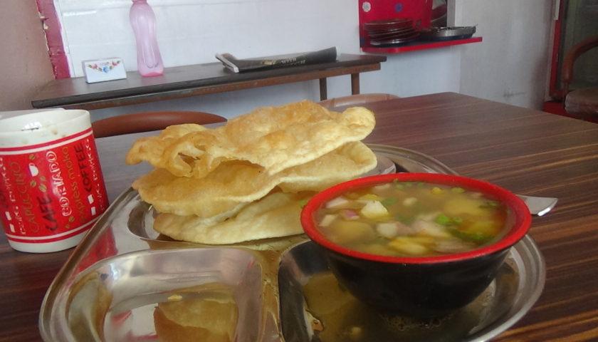 Kathmandu: śniadanie w pobliżu Indian Visa Center