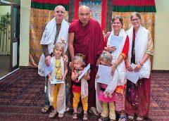 Буддийский король царь Кармапа и семья Волковых у него на аудиенции