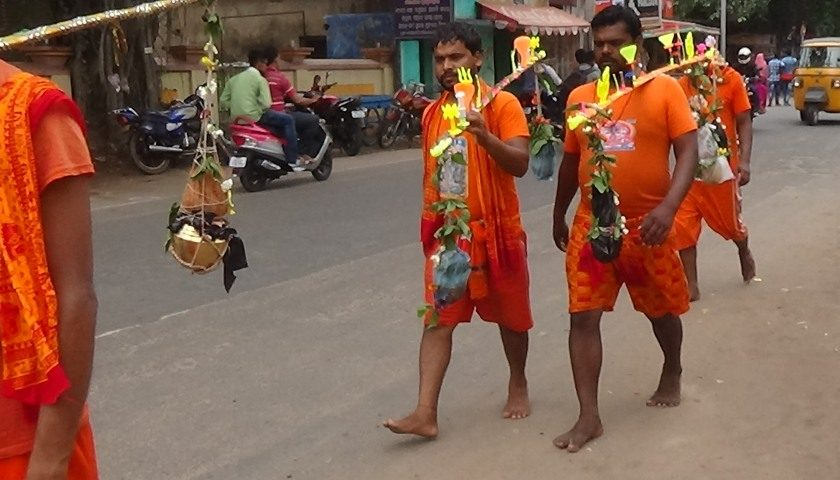 Orissa: pilgrimage of orange pilgrims