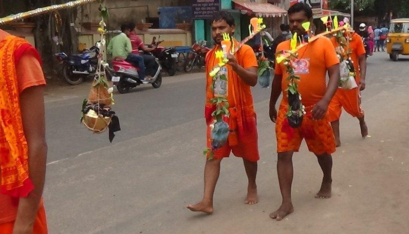 Orissa: pilgrimage of orange pilgrims